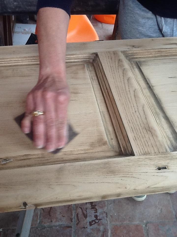 Come verniciare una porta in legno gia verniciata interesting alcol su legno with come - Verniciare una porta in legno ...