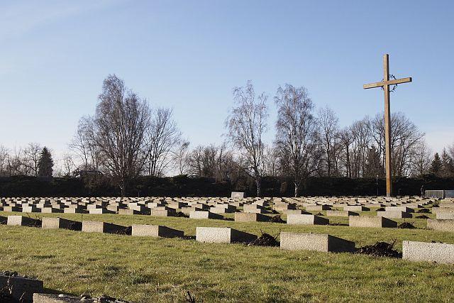 Lapidi davanti alla piccola fortezza di Terezín