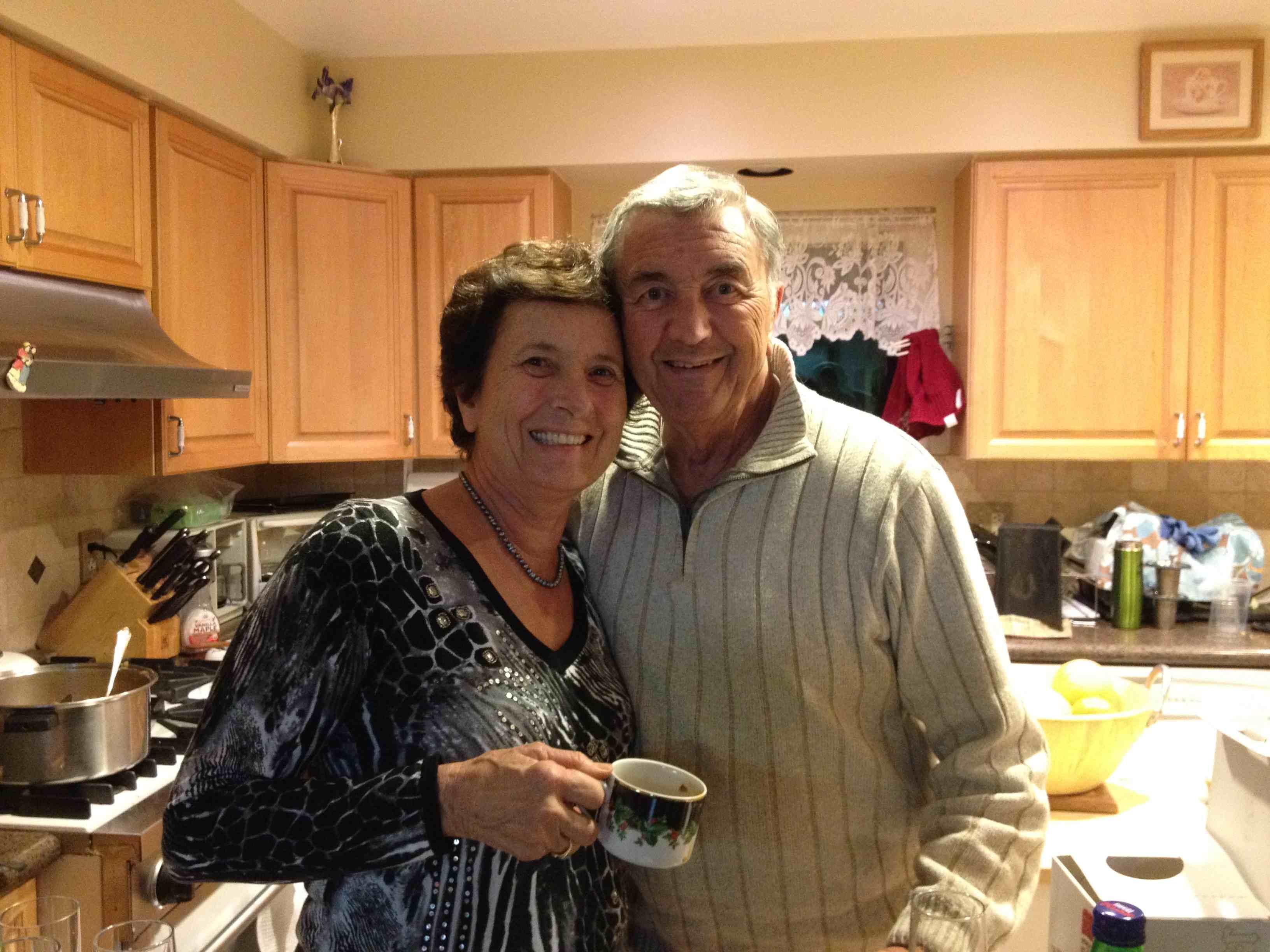 Ugo e la moglie a casa