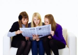 teens-reading-newspaper