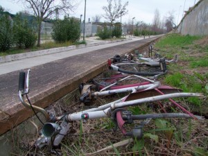 Bici abbandonate pista ciclabile provincia 25-2-2013