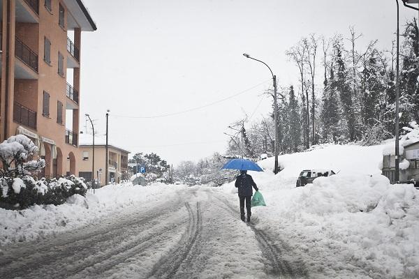 Bologna sotto la neve, allerta trasporti