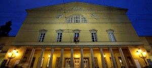 TeatroRegioFacciataDalBasso_light-e1385310577888