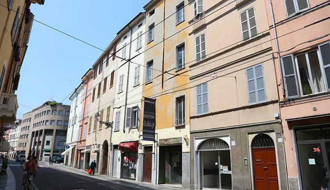 Parma comune chiude in via definitiva negozio etnico in for Arredamento etnico bari