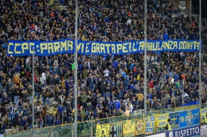 AP_donazione ambulanza Centro Coordinamento Parma Clubs_striscione tifosi(1)