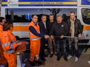 AP_donazione ambulanza Centro Coordinamento Parma Clubs_taglio nastro