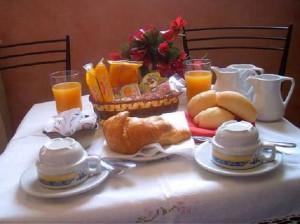 1310993721000_Gli_italiani_in_vacanza_non_rinunciano_alla_colazione
