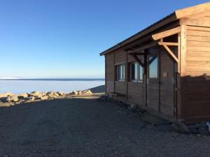 Giorno 46 - la costa antistante la base con casetta