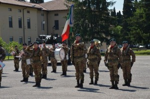 La Bandiera di Guerra del Reggimento Lagunari lascia lo schieramento
