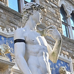 Florence mourns the dead of Paris