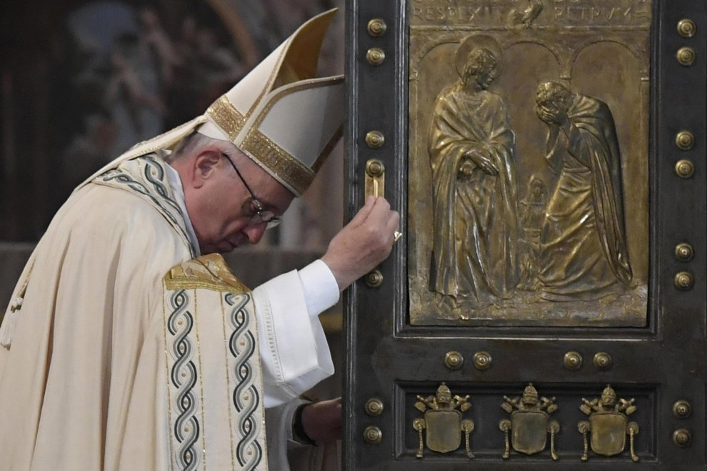 The Holy Door closes in the Vatican