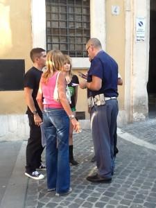 Loredana Fermata da un vigile per aver manifestato a seno nudo