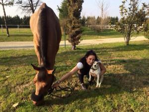 Claudia con il suo cavallo e l'adorata Gina, uccisa con inaudita violenza nella notte fra giovedì e venerdì