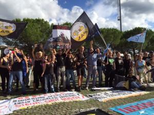 Le minacce di pioggia hanno rinviato il Palio dell'Assunta ma non la protesta animalista