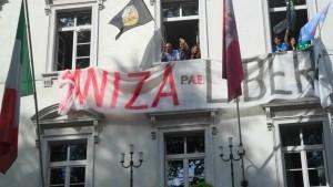 Per protestare contro la condanna a morte di Daniza nel 2014 il Pae occupò per cinque ore il palazzo della Provincia autonoma di Trento