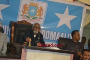 Il Presidente del Parlamento Jowari perplesso davanti alle manifestazioni dei parlamentari pro Abdiweli