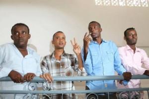I tre giornalisti condannati con Bashir Hashi terzo da sinistra