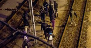 Immigrati lungo la ferrovia Parigi - Londra