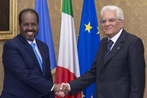 Il saluto tra il Presidente Mohamud ed il Presidente Mattarella