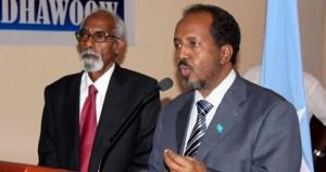 Il Presidente del Parlamento somalo Osman Sheikh Jawari (a sinistra) col Presidente della Repubblica Federale Hassan Sheikh Mohamud