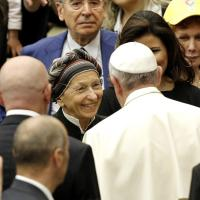Papa Francesco saluta Emma Bonino