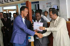 Il Presidente somalo Mohamud premia Abdicasis Africa e Jebril Abdi