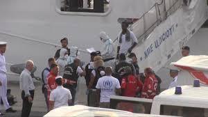 Lo sbarco dei profughi dalla Diciotti - Repubblica.it