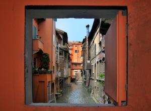 Bologna sommersa, il canale di Reno, finestrella di via Piella