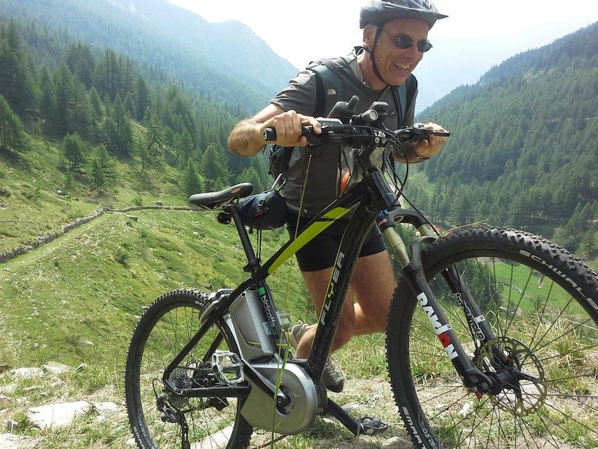Alberto Conte lungo la via Francigena in Valle D'Aosta, progetto ITER Fondation Grand Paradis