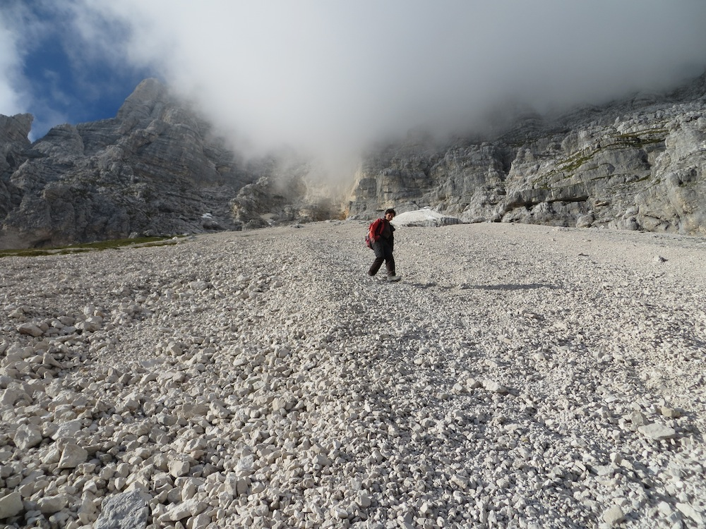 Discesa lungo il ghiaione