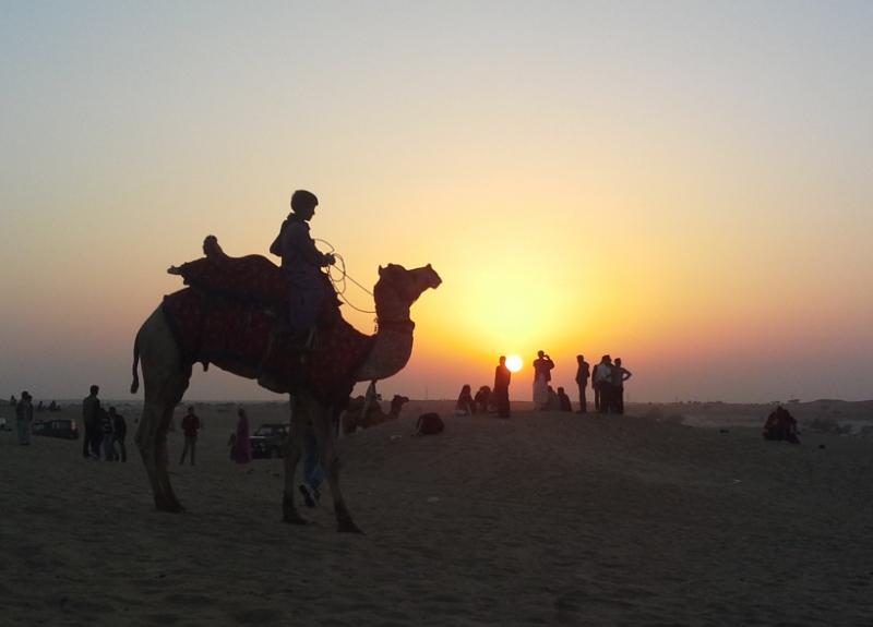 tramonto tra le dune del Thar al festival del deserto di Jaisalmer
