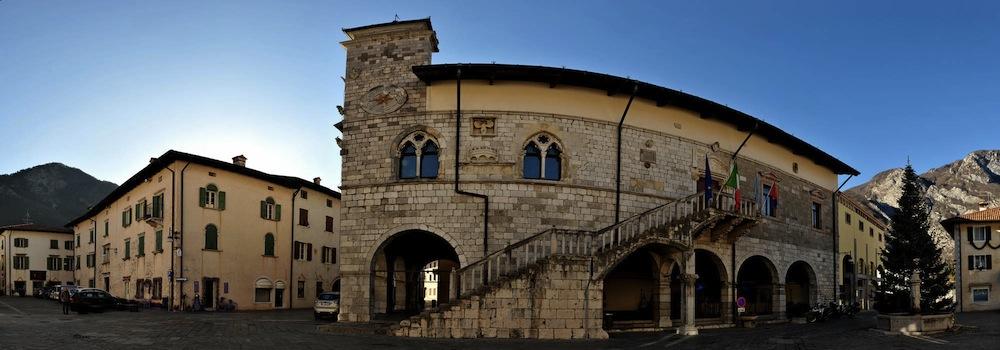 p01-venzone-municipio