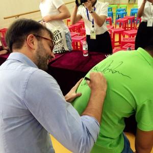 delle-donne-firma-autografo-maglietta