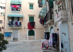 Bari Vecchia: Strada Incuria