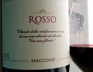 """Maccone Primitivo 2011 di Angiuli conquista le """"cinque bottiglie"""" simbolo di eccellenza, ma anche il titolo di miglior acquisto della regione per il rapporto qualità-prezzo"""