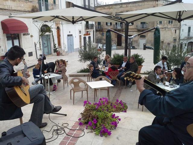 Musica e aperitipico cioè Non la solita domenica al Pausa cafè di Ostuni