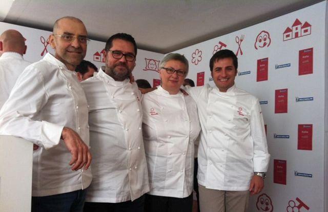 Da sinistra lo chef Frank Rizzuti accanto agli chef stellati di Puglia Angelo Sabatelli, Maria Cicorella e Felice Sgarra