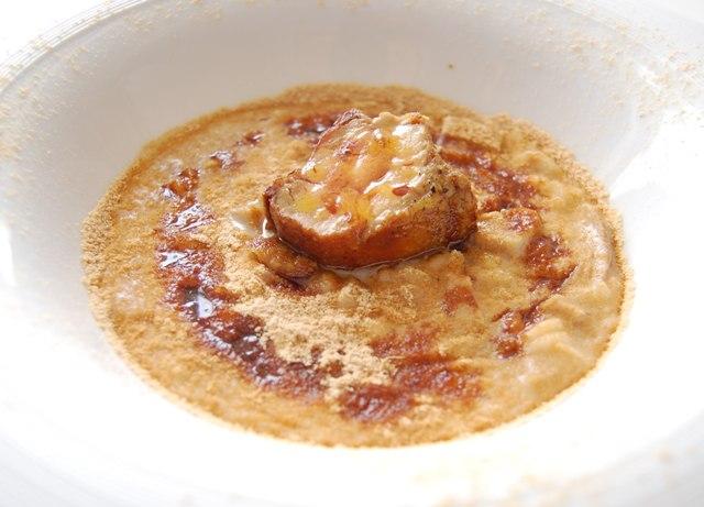 Risotto con composta di porcini, farinella, vincotto e foie gras, chef Angelo Sabatelli (foto di Danilo Giaffreda)