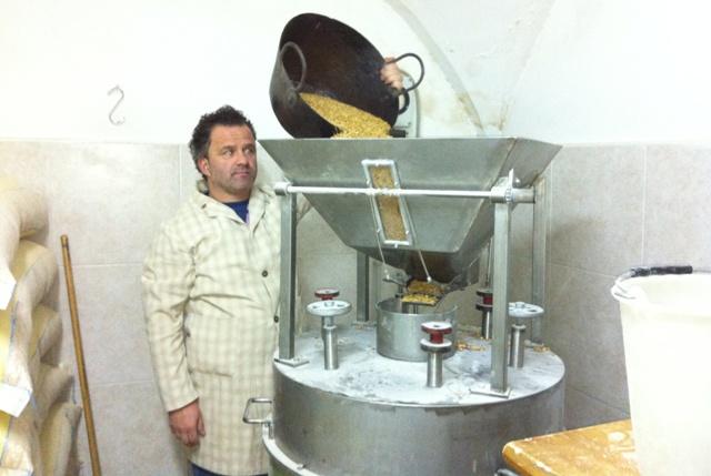 Paolo Campanella, mugnaio di Putignano: l'ultimo produttore della farinella di ceci