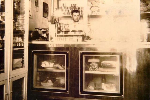 Vincenzo Zito, padre di Leonardo nella storica bottega a Ceglie Messapica