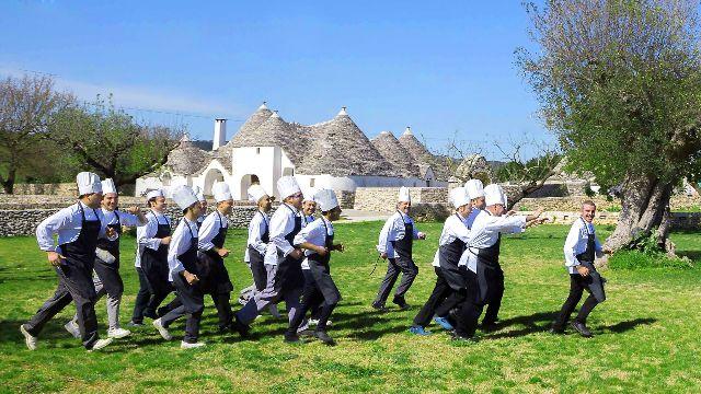 La brigata del ristorante Nobis nell'orto de La chiusa di Chietri