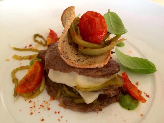 Filetto di scottona con cardoncelli, scamorza e pomodorini