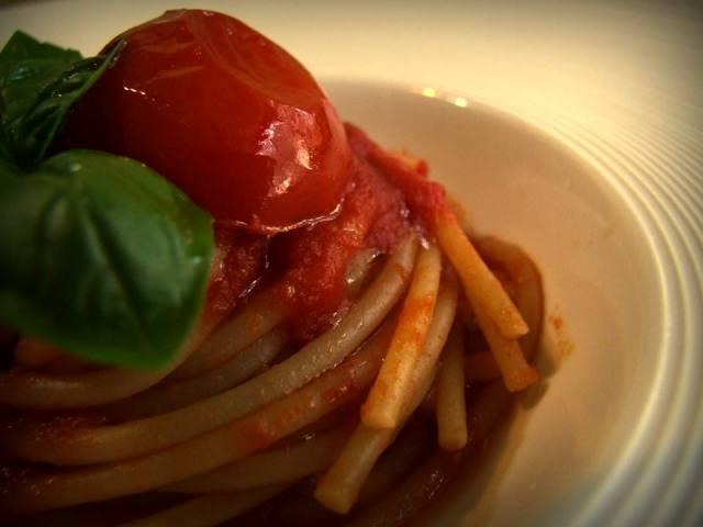 Un classicissimo della dieta mediterranea: pasta al pomodoro