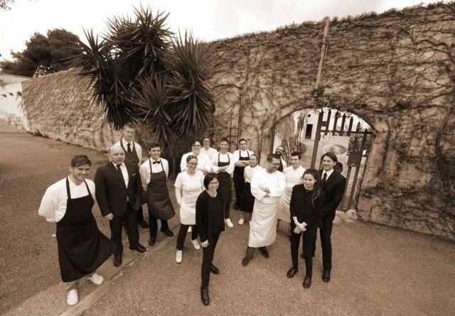 Angelo Sabatelli e la crew  del ristorante omonimo a Monopoli