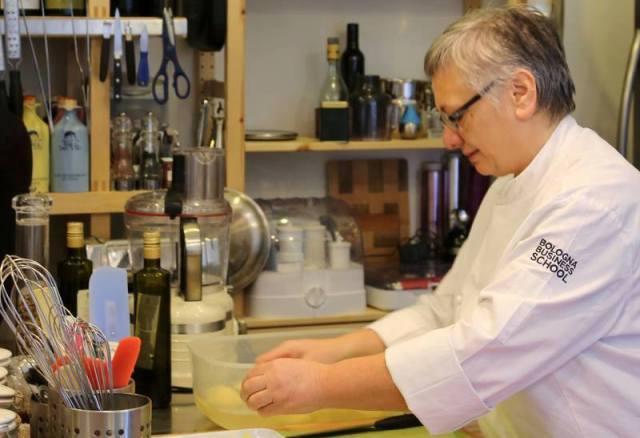 La chef Maria Cicorella nella scuola di cucina del Pashà a Conversano