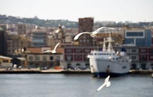 Molo Beverello, partenza traghetti per le isole del golfo di Napoli (Ischia e Procida)