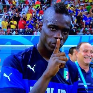 Balotelli dopo il 2-1 all'Inghilterra