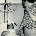 Heysel 1985. Platini visita un ferito in ospedale