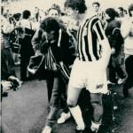Heysel 1985. Boniek consola una tifosa