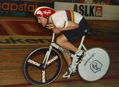 Il britannico Obree e la sua bicicletta speciale per il record dell'ora del 1993
